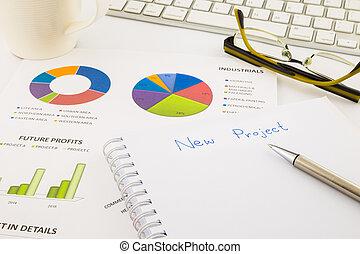 建立, 想法, 為, 新, 項目, 圖表, 以及, 圖表, 由于, 空白, 紙, 上, 辦公室, 桌子, 生意概念