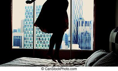 建筑物, 妇女跳舞, 旅馆, 年轻, 床, 公寓, 背景, 开心, 衣服, 跳跃