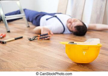 建築作業員, 倒れる, ∥, はしご