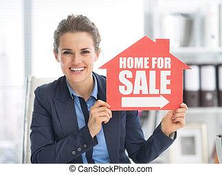 开心, 房地产经纪人, 妇女, 显示, 家, 待售的征候