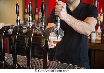 引く, barkeeper, ビール, パイント
