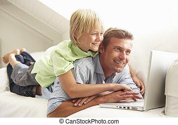 弛緩, モデル, ソファー, ラップトップ, 父, 息子, 使うこと, 家