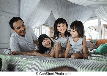 弛緩, 父, ベッド, 母, 娘, 一緒に