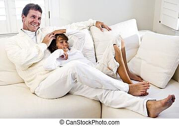 弛緩, 父, 一緒に, 息子, ソファー, 反響室, 白