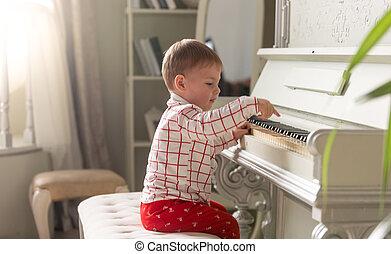 強くされた, 肖像画, の, 愛らしい, 男の赤ん坊, ピアノを弾く