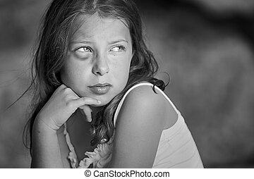 強大, 射擊, ......的, a, 悲哀的孩子, 由于, 黑眼睛