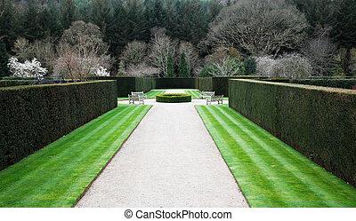 形式的な 庭, 英語
