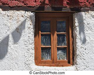 影, 古い, 木製の家, 無作法, 壁, 窓, 旗, 祈とう, 小さい, 白, チベット人, surface., ガラス