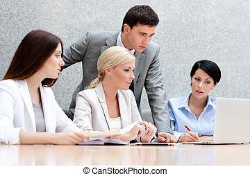 ∥(彼・それ)ら∥, 仕事, 論じなさい, ビジネス 人々