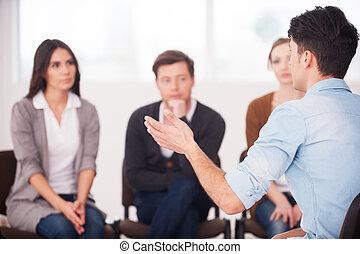 彼の, グループ, モデル, 人々。, 人々, 問題, ジェスチャーで表現する, 言うこと, 間, 共有, 何か, 聞くこと, 正面図, 彼, 人