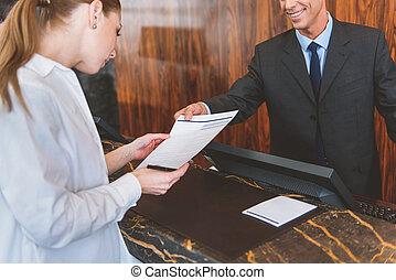 彼の, ゲスト, ホテル, 労働者, 助力, 微笑
