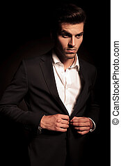 彼の, コート, 離れて, 見る, 優雅である, ボタンをはずすこと, 人