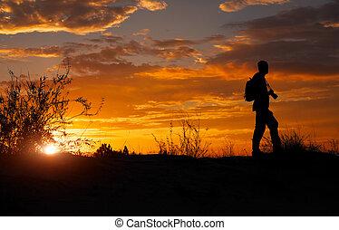 彼の, シルエット, カメラマン, カメラ, 日没, の間