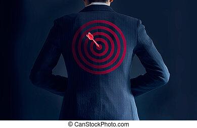 彼の, ターゲット, ビジネス, 得なさい, 成功, 背中, 暗い背景, 概念, 矢, スーツ, ビジネスマン, 赤
