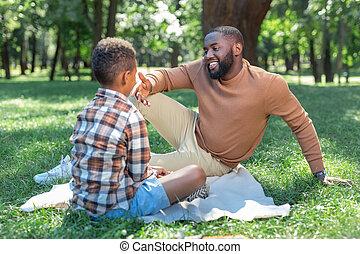 彼の, ポジティブ, 息子, うれしい, 話すこと, 人