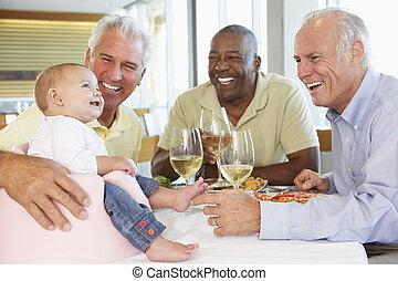 彼の, レストラン, 提示, 孫娘, 赤ん坊, 友人, 人
