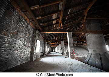 彼の, 古い, 屋根裏, 煙突, 彼の, 荒れ果てている, 醸造所