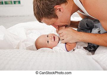 彼の, 古い, 月, 父, 若い, ベッド, 息子, 9, 家