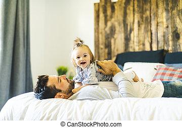 彼の, 娘, 父, ベッド, 赤ん坊, 楽しみ, 持つこと