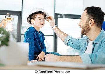 彼の, 懸命に, 父, 息子, パッティング, 帽子, 情事