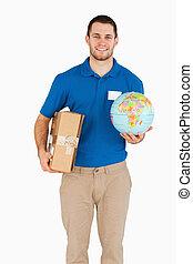 彼の, 手, 地球, セールスマン, 小包, 微笑, 若い