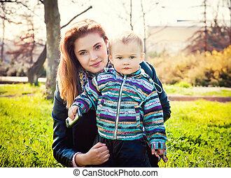 彼の, 母, 公園, 若い, 息子, 歩く