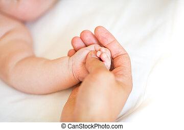 彼の, 父, 手, 生まれる, 保有物, 新しい, 息子