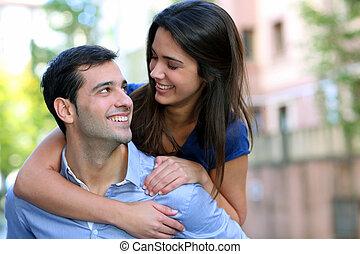 彼の, 若い, 背中, 朗らかである, 届く, ガールフレンド, 人