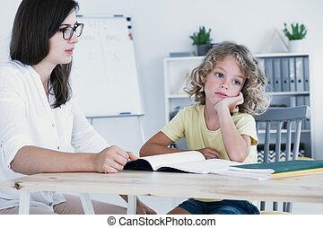 彼の, 見る, ノート, tutor., ぼんやりしている, ない, の間, レッスン, 側, 宿題, 子供