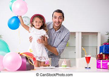彼の, birthday, 父, 娘, 祝う