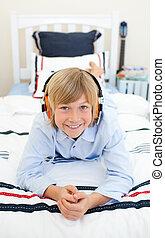彼の, listenning, 音楽, 子供, 幸せ