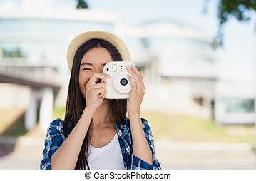 彼女, 写真を撮る, 明るい, 彼女, カメラ。, head., 白, 持つ, 帽子, 女の子