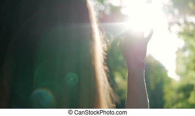 彼女, 太陽, 手, によって, 顔つき, 女の子