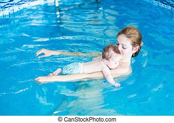 彼女, 弛緩, 若い, 母, 赤ん坊の プール, 水泳
