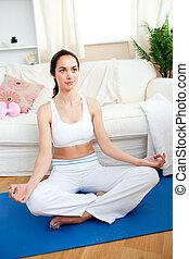 彼女, 瞑想する, リビングルーム, 女, 若い