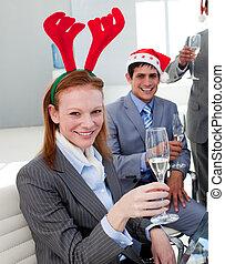 彼女, 肖像画, こんがり焼ける, クリスマス, 同僚, パーティー, 微笑, 女性実業家