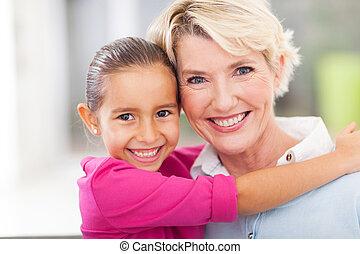 彼女, 若い, 抱き合う, 祖母, シニア, 女の子