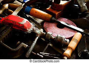很多, 老, 工作, 工具, (, 統治者, 操練, 鑿子, 以及, others), 上, a, 木制, 背景。