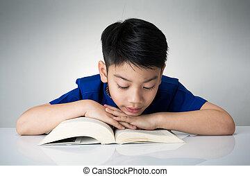很少, 亞洲的男孩子, 閱讀, a, 書