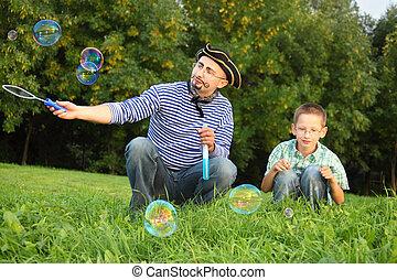 很少, 吹, bubble., drawed, 胡须, 儿子, 看, bubbles., 他的, 胡子, 肥皂, 人