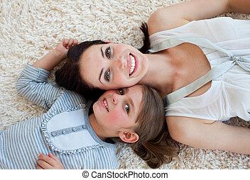 很少, 她, 地板, 母親, 女孩, 躺, 愉快