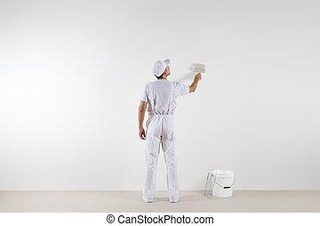 後部光景, の, 画家, 人, ∥見る∥, 空白の壁, ∥で∥, ペンキ ブラシ, そして, バケツ, 隔離された, 白, 部屋