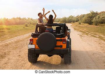 後面 看法, ......的, 朋友, 坐在一汽車中, 由于, 手 被舉
