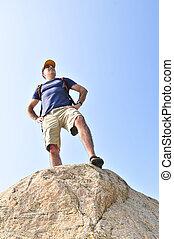 徒步旅行者, 站, 在上, a, 石头