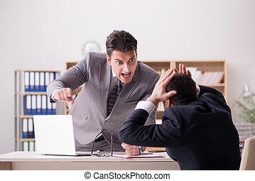 従業員, 叫ぶこと, 怒る, 彼の, 上司