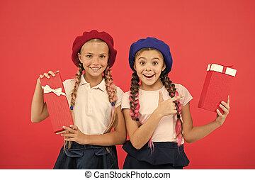 得なさい, 幸せ, concept., 余分, childhood., yourself., birthday, かわいい, 来なさい, bonus., 一突き, 贈り物, 本当, gift., 贈り物, tour., 子供, ボーナス, 小さい, boxes., 夢, 買い物, 子供, 把握, 女の子