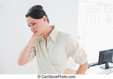 從事工商業的女性, 由于, 頸項痛苦, 在, 辦公室