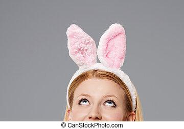 復活節bunny, 婦女看, 向上
