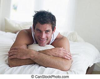 微笑の人, あること, ベッド