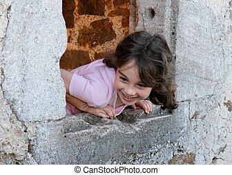 微笑の女の子, 傾く, から, の, 城, 窓